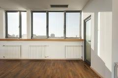 空的楼层木条地板空间 免版税库存照片