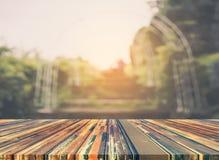 空的楼梯的模糊的照片与露天场所的 免版税图库摄影