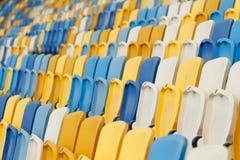空的正面看台在体育场内 免版税库存图片