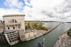 空的气密室水闸Volgo穿上大运河准备 库存图片
