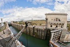 空的气密室水闸Volgo穿上大运河 免版税库存照片