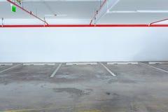 空的汽车停车线,可能使用作为背景 库存图片