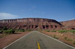 空的沙漠路 免版税库存照片