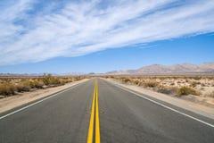 空的沙漠高速公路 免版税库存照片