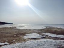 空的海岸风景在春天 免版税库存图片