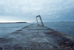 空的海湾的末端在蓝色小时 图库摄影