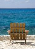 空的海滩睡椅 免版税库存照片