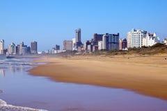 空的海滩看法在德班,南非 免版税库存图片