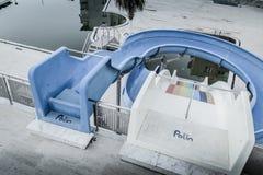 空的游泳池在Cinarcik镇-土耳其 库存图片