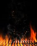 空的火焰状木炭格栅与开火 免版税图库摄影