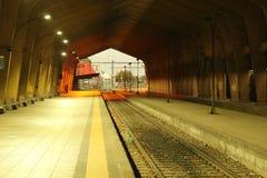 空的火车站,不会返回的等待的火车 免版税图库摄影
