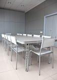 空的灰色会议室 免版税库存照片