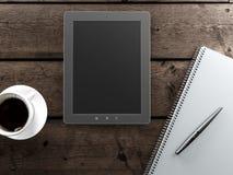 空的片剂和一杯咖啡在书桌上的 库存图片