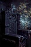 空的王位 黑暗的哥特式王位,关闭 免版税库存照片