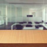 空的现代办公桌 免版税库存图片