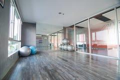 空的瑜伽室 免版税库存图片