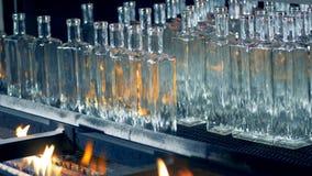 空的瓶通过在传动机的火努力去做在工厂 4K 影视素材