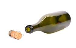 空的瓶香槟和枪口有黄柏的。 库存图片