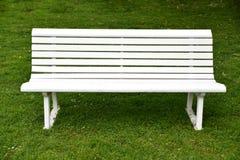 空的白色长凳 图库摄影