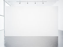 空的白色画廊内部大模型  3d回报 图库摄影