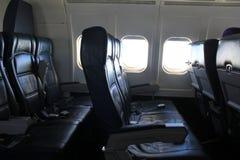 空的皮革位子,对旅客的提供的舒适即将来临的飞行的 免版税库存照片
