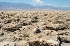 空的盐平底锅恶魔的高尔夫球场在死亡谷, Calif 免版税库存图片