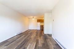 空的空置公寓室 免版税图库摄影