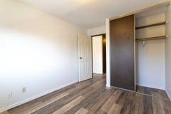 空的空置公寓室 图库摄影