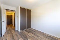 空的空置公寓室 免版税库存图片