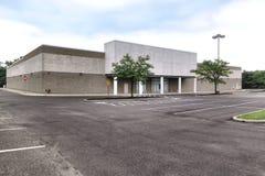 空的空置大箱子砖和泥零售店 库存照片