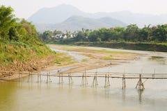 空的竹桥梁,琅勃拉邦,老挝 免版税库存图片