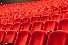 空的红色戏院或剧院位子 免版税库存图片