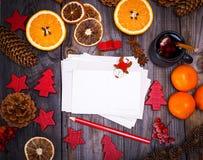 空的纸明信片和一支红色铅笔 免版税库存图片