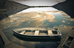 空的老小船 免版税库存图片