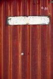 空的老被绘的金属板材 库存图片