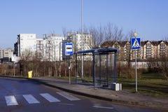 空的肮脏的公共汽车站 免版税图库摄影