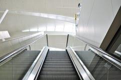 空的自动扶梯台阶在终端 免版税库存图片