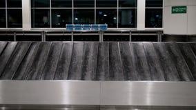 空的行李传送带在机场终端 股票视频