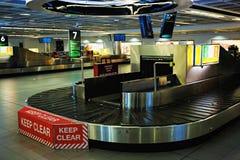 空的行李传送带/转盘在都伯林机场,都伯林,爱尔兰, 2017年8月14日 图库摄影