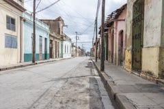空的街道在卡马圭,古巴 库存图片