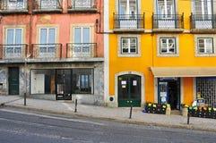 空的街道在里斯本,葡萄牙 免版税库存照片