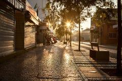 空的街道路在没有人的城市 免版税库存照片