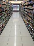 空的超级市场走道 库存照片