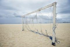 空的足球橄榄球网里约热内卢巴西海滩 库存照片