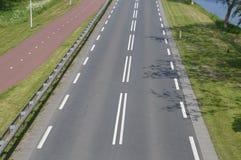 空的路和Bycicle道路 免版税库存图片