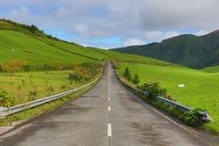 空的路在乡下-亚速尔群岛-葡萄牙 库存照片