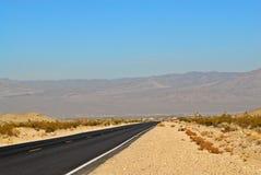 空的路在沙漠 图库摄影