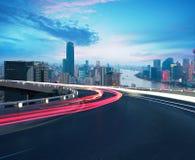 空的路地板有在上海障壁地平线的鸟眼睛视图 图库摄影