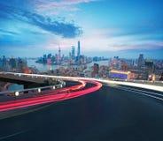 空的路地板有在上海障壁地平线的鸟眼睛视图 库存照片
