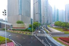 空的路有现代城市建筑学背景 库存图片